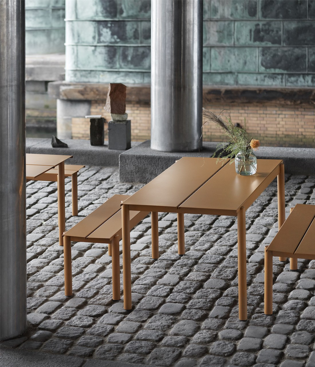 Muuto Linear Table burnt orange 140x75cm